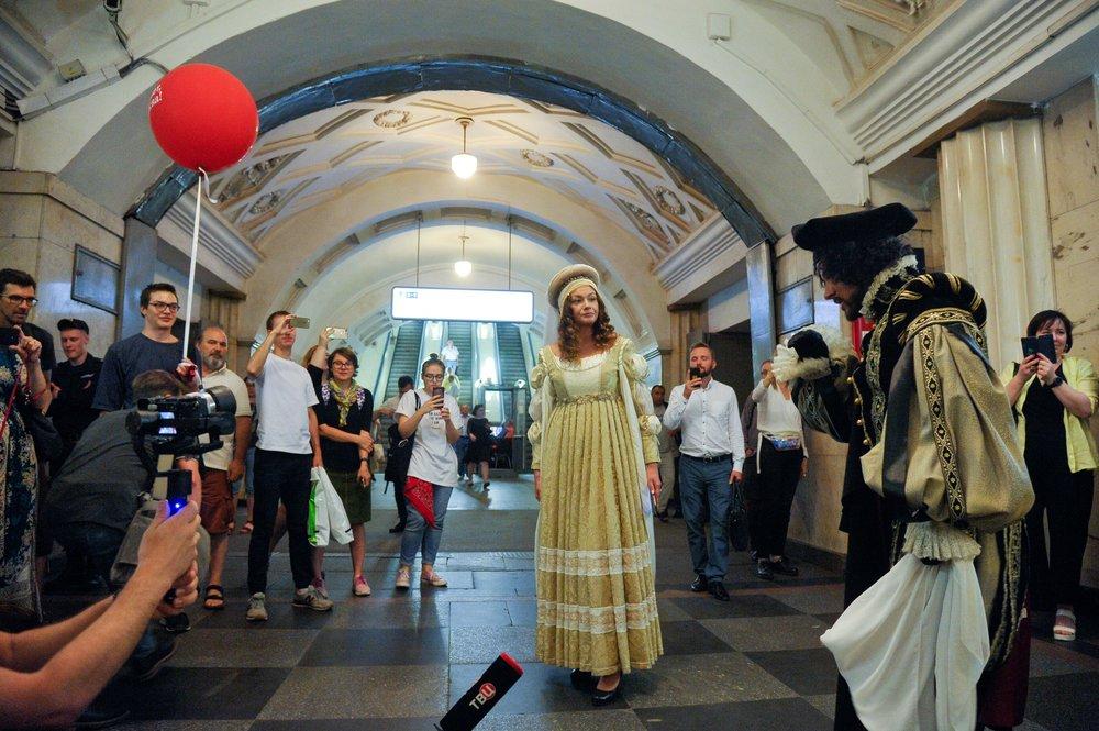 """Театрализованные постановки в метро в рамках городского проекта """"Привет, Москва!"""""""