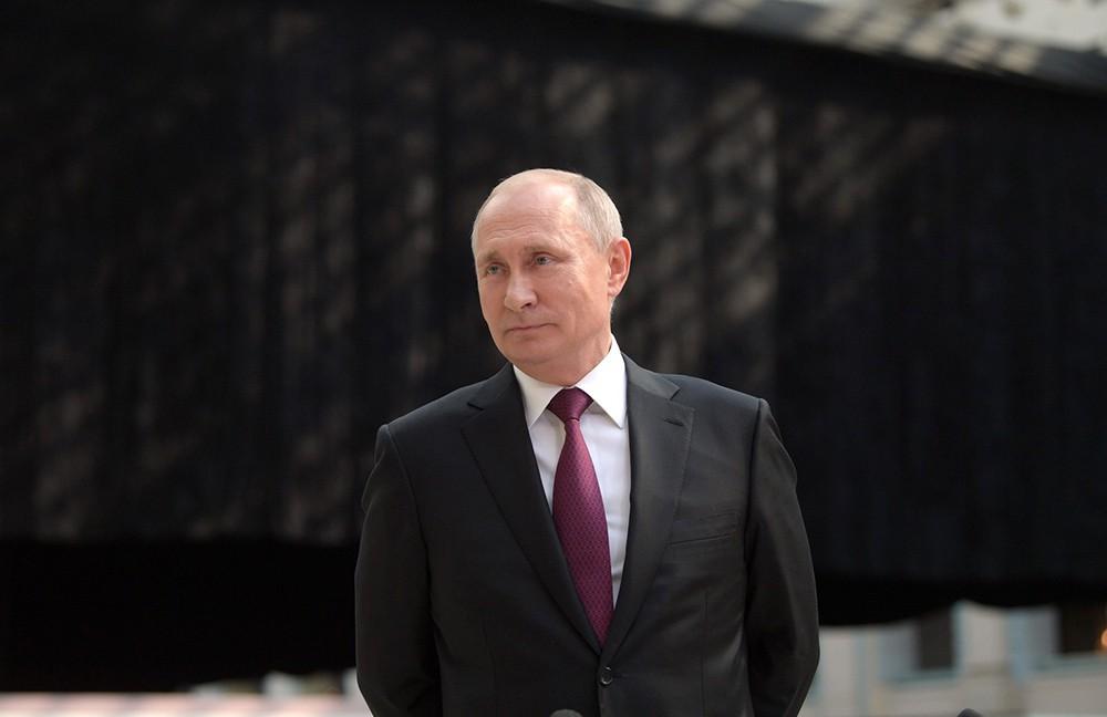 """Владимир Путин отвечает на вопросы журналистов после ежегодной специальной программы """"Прямая линия с Владимиром Путиным"""""""