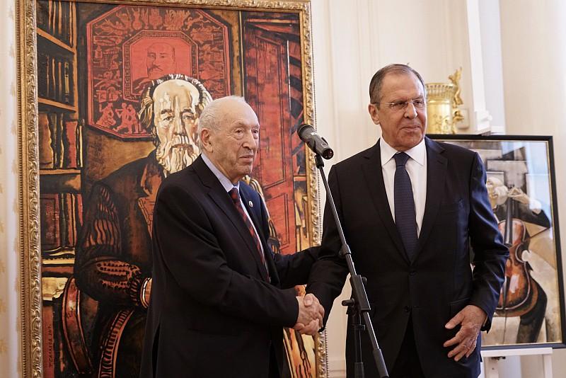 Сергей Лаврова на церемонии открытия выставки картин Таира Салахова