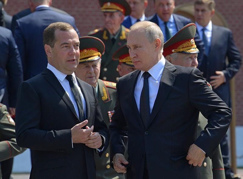 Владимир Путин и Дмитрий Медведев в День памяти и скорби