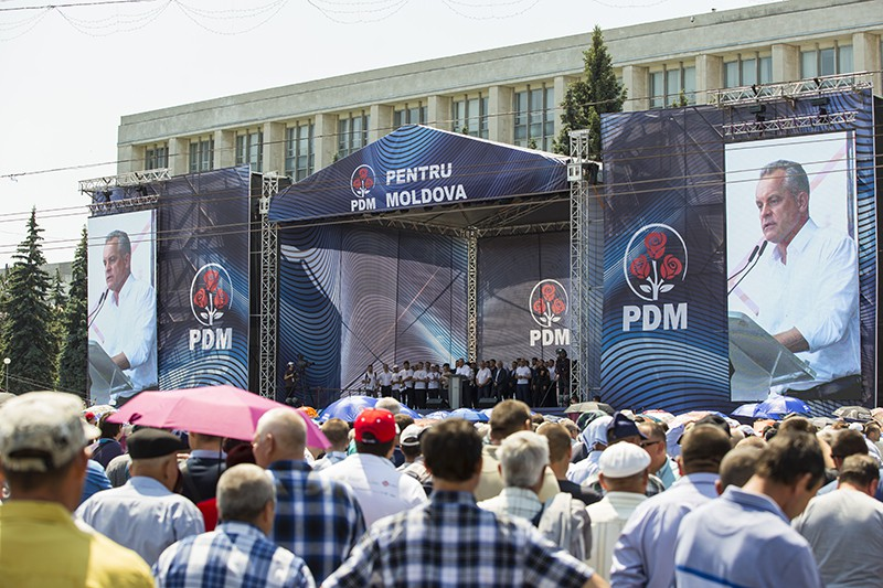 Участники митинга сторонников Демократической партии Молдавии