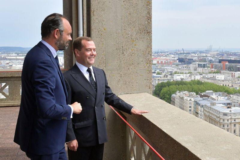 Премьер-министры Франции и России Эдуард Филипп и Дмитрий Медведев