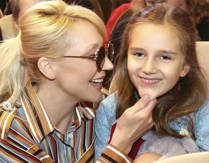 Красавица-дочка Орбакайте умилила беззубой улыбкой :: Новости ...