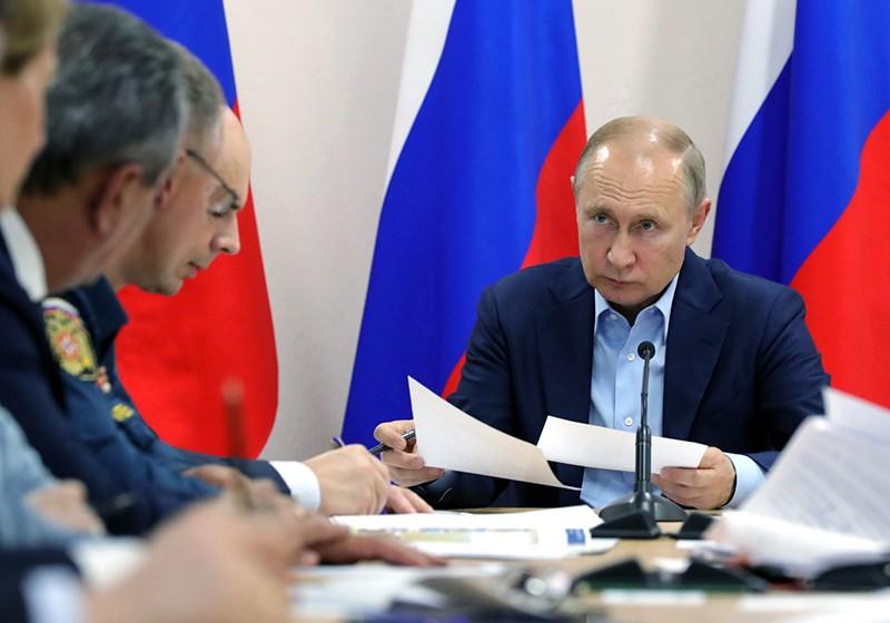 Владимир Путин проводит совещание по ситуации с наводнениями в ряде районов Иркутской области