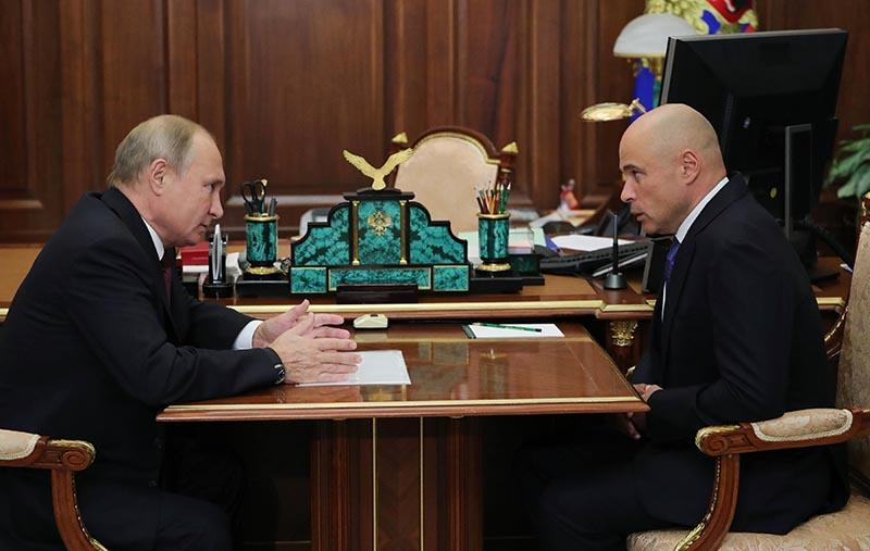 Владимир Путин и Игорь Артамонов