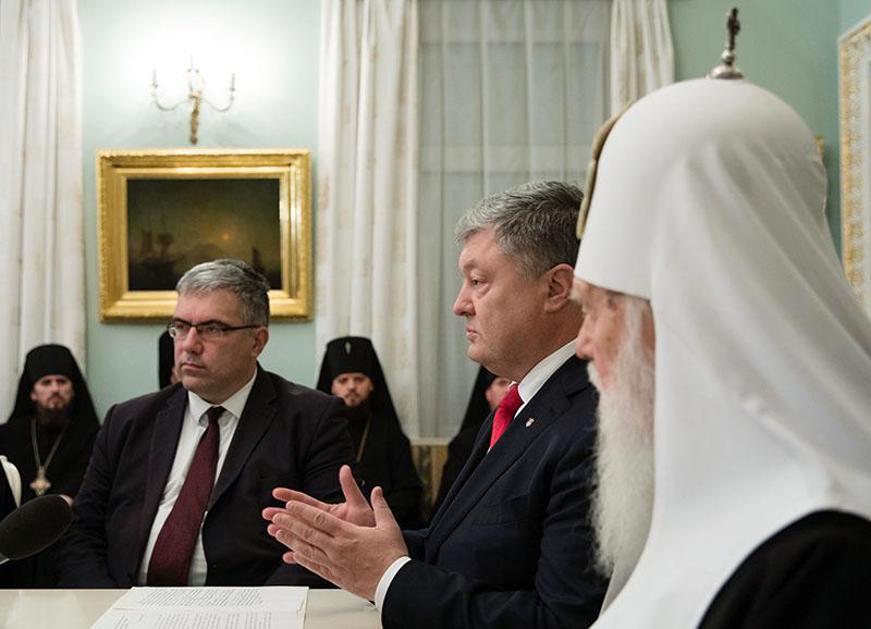 Петр Порошенко во время встречи с архиереями Украинской православной церкви