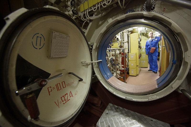 Люк между отсеками в подводном аппарате