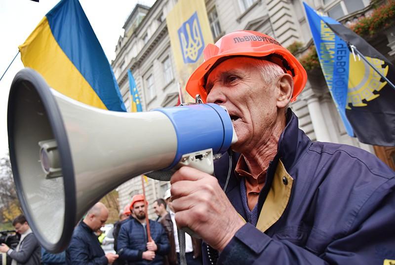 Участники митинга на Украине