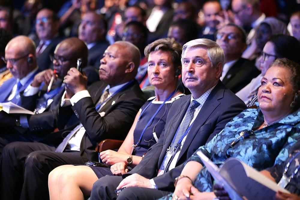 "Участники Международного форума ""Развитие парламентаризма"""