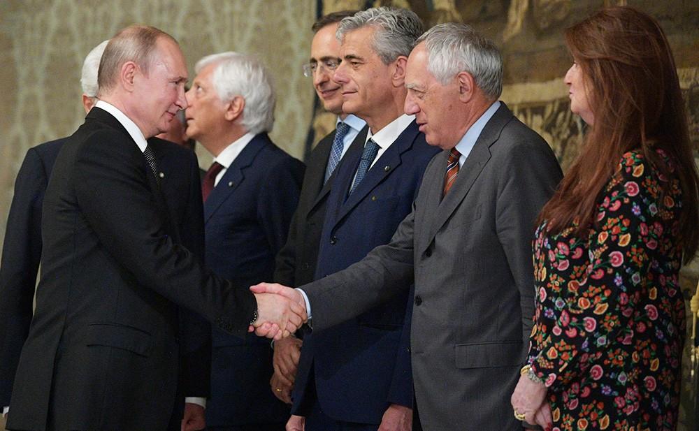 Владимир Путин и представители итальянской официальной делегации