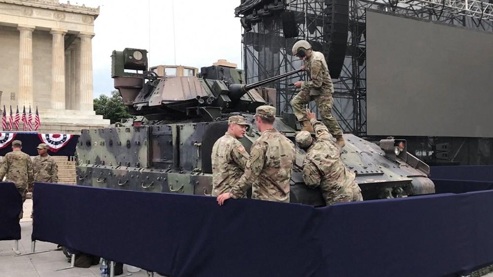 Военная техника в Вашингтоне для парада в честь Дня независимости США