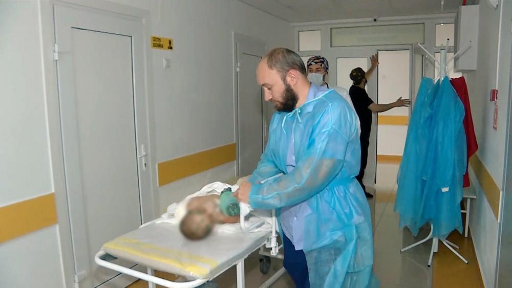 Пострадавшая от побоев девочка в больнице