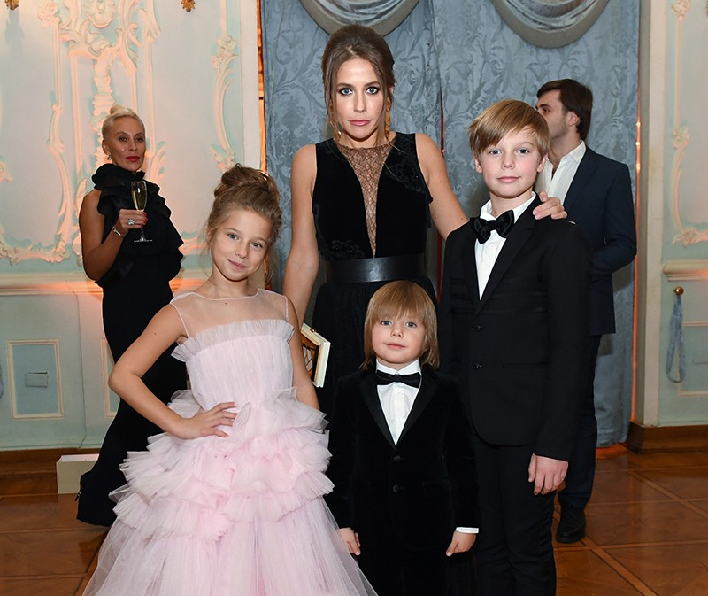 Телеведущая Юлия Барановская с детьми