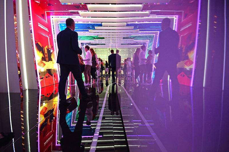 """Посетители на международной промышленной выставке """"ИННОПРОМ-2019"""" в Екатеринбурге"""