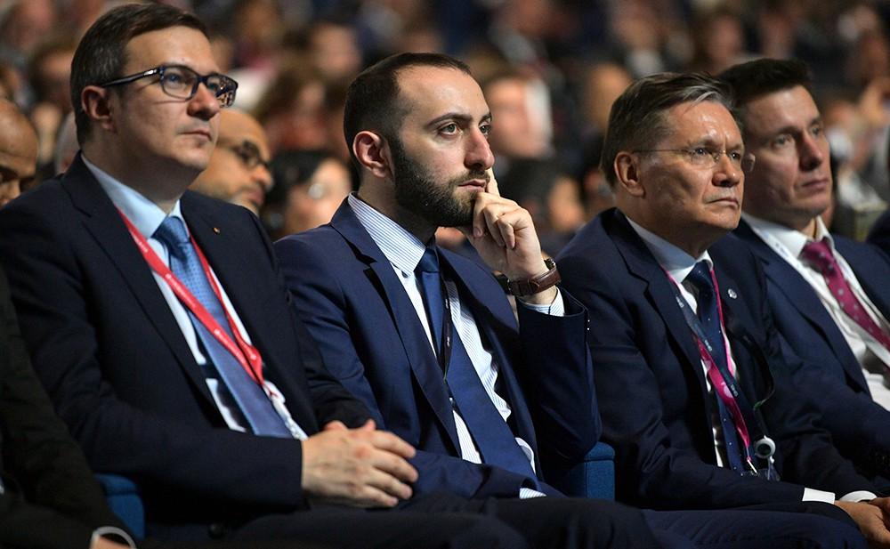 Участники Глобального саммита по производству и индустриализации (GMIS)