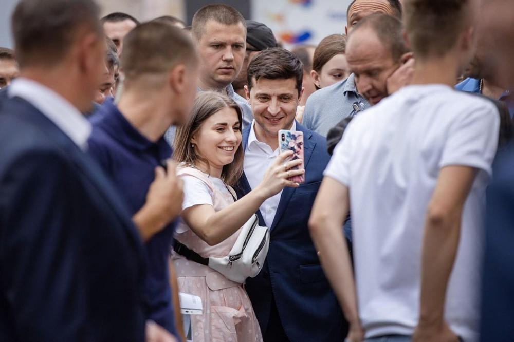 Владимир Зеленский и жители Украины