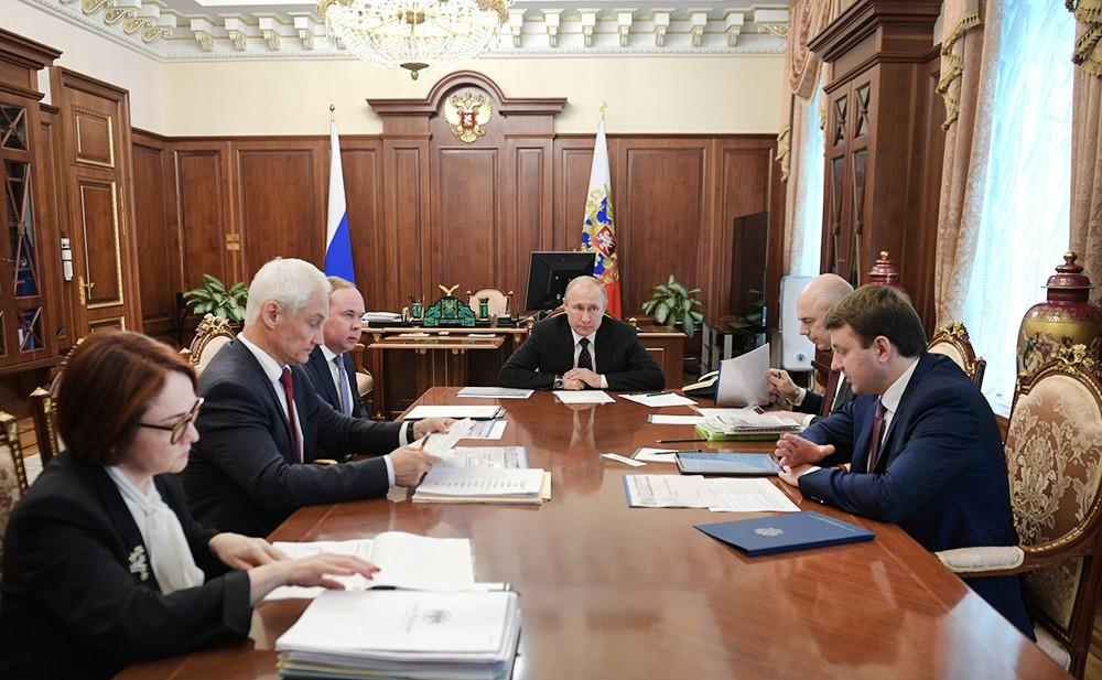 Владимир Путин провел совещании по экономическим вопросам