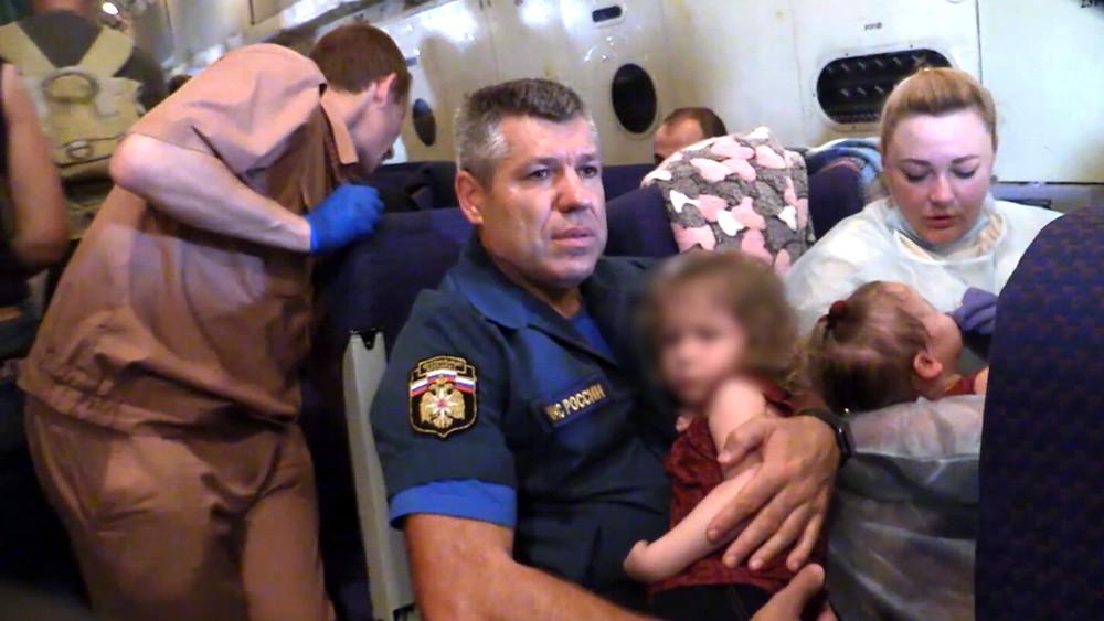 Спецборт МЧС с детьми на борту