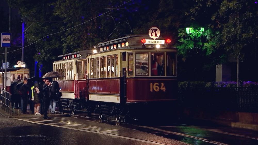 Старинные трамваи проехали по Москве