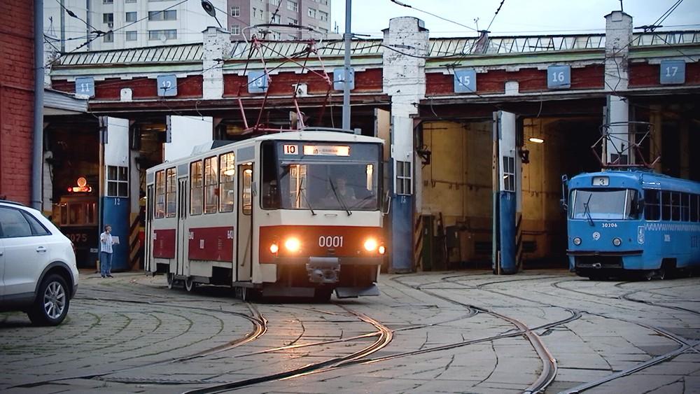 Старинный трамвай в депо