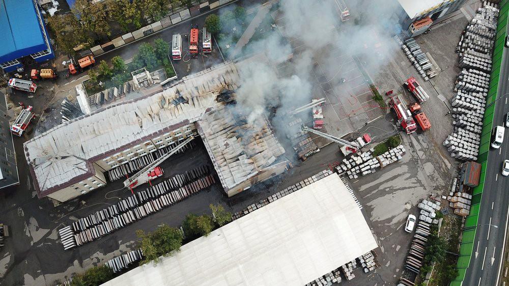 Вид с квадрокоптера на последствия пожара на газопроводе в Мытищах