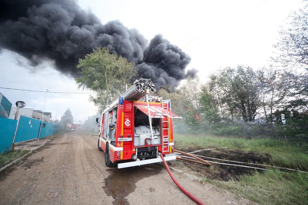 Пожарная машина на месте возгорания