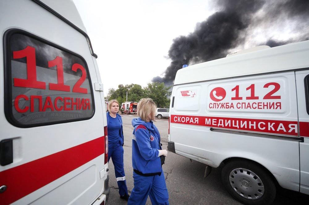 Машины скорой помощи на месте пожара