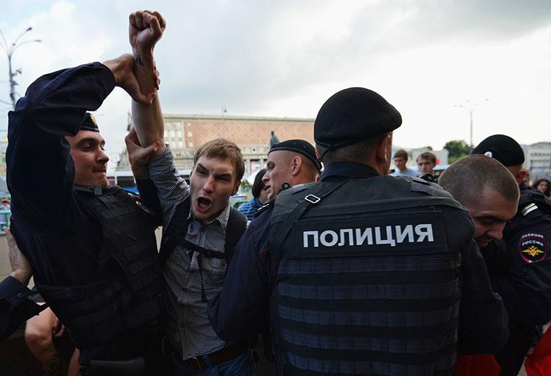 Полиция задерживает участников несанкционированной акции