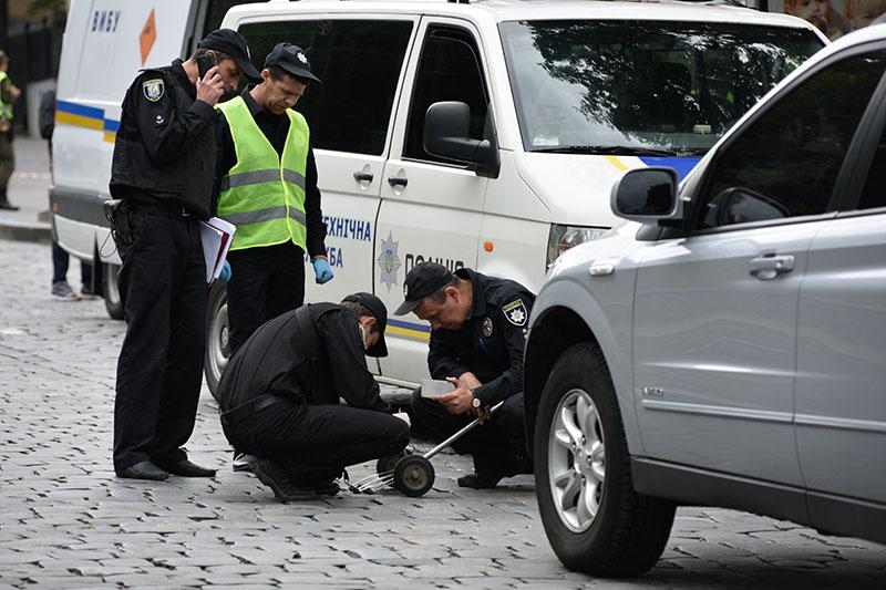 Сотрудники полиции на месте взрыва