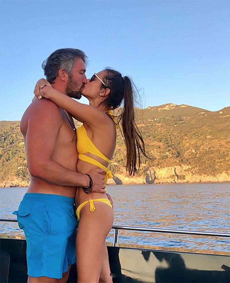 Александр Овечкин с супругой Анастасией Шубcкой во время отдыха