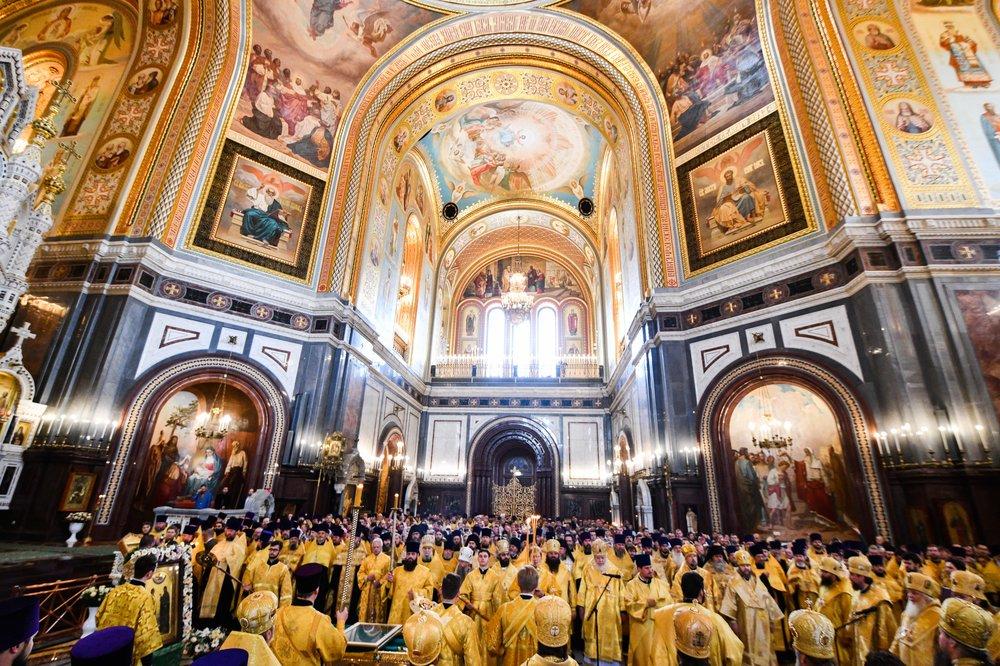 Богослужение в храме Христа Спасителя