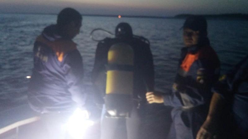 Спасатели МЧС на диком пляже в Якутии