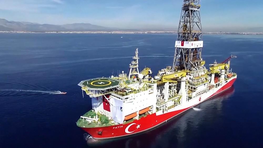 Газодобывающее судно Турция