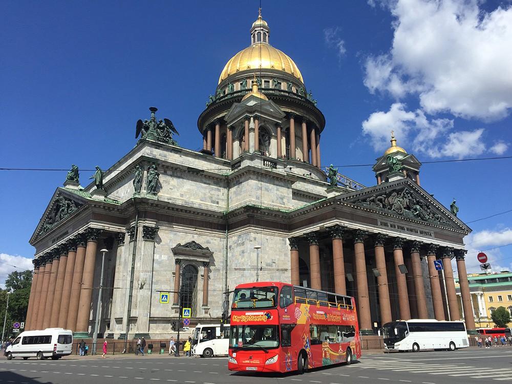 Туристический автобус в Санкт-Петербурге