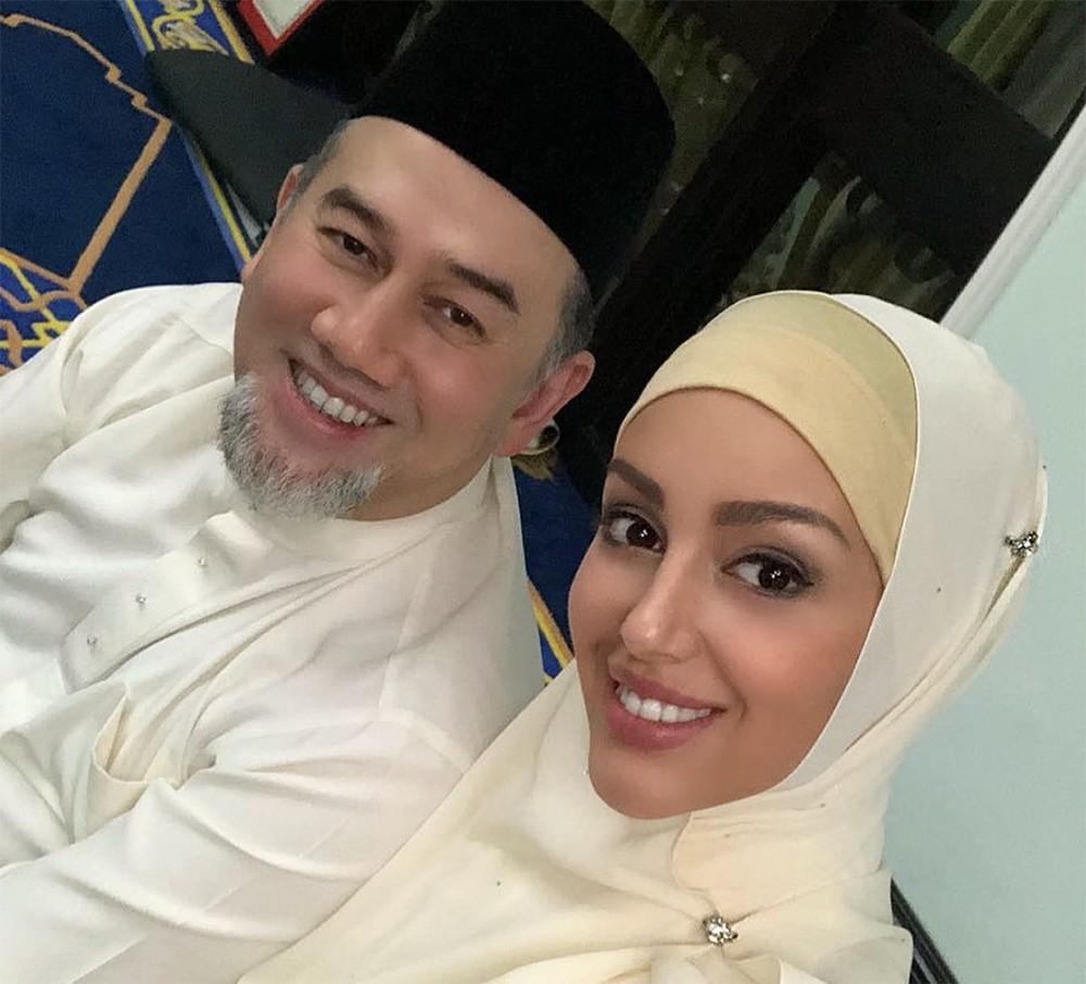 Король Малайзии Мухаммад V и Оксана Воеводина