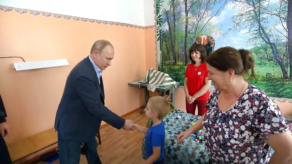 Владимир Путин и жители Иркутской области