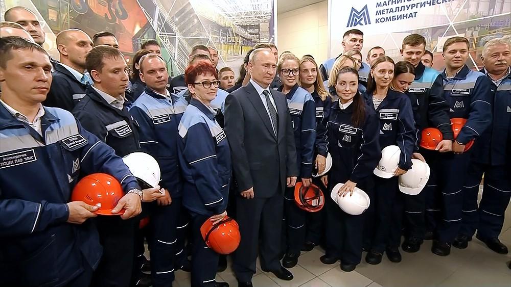 Владимир Путин посетил Магнитогорский металлургический комбинат