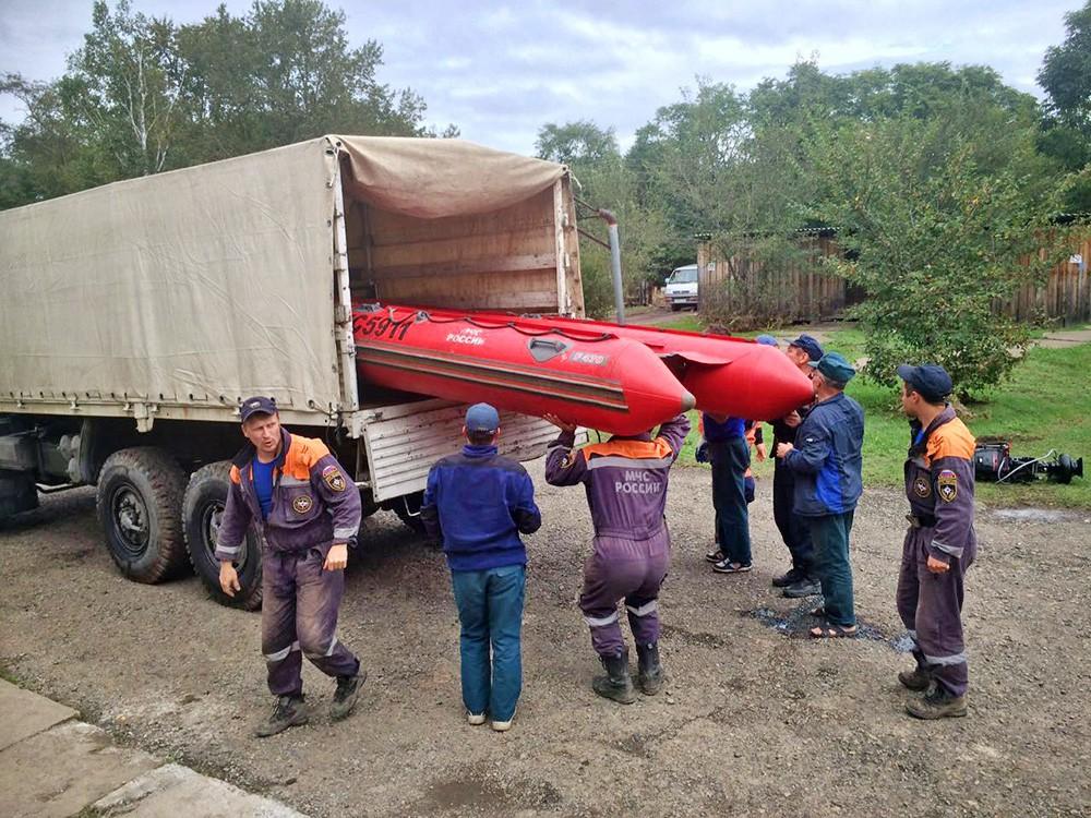 Спасатели МЧС готовятся к тайфуну
