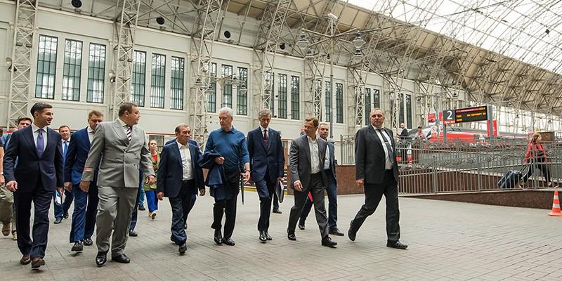 Сергей Собянин во время осмотра Киевского вокзала