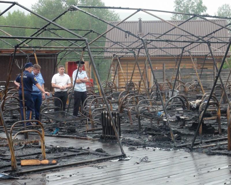 """Последствия пожара в палаточном городке на территории горнолыжного комплекса """"Холдоми"""""""