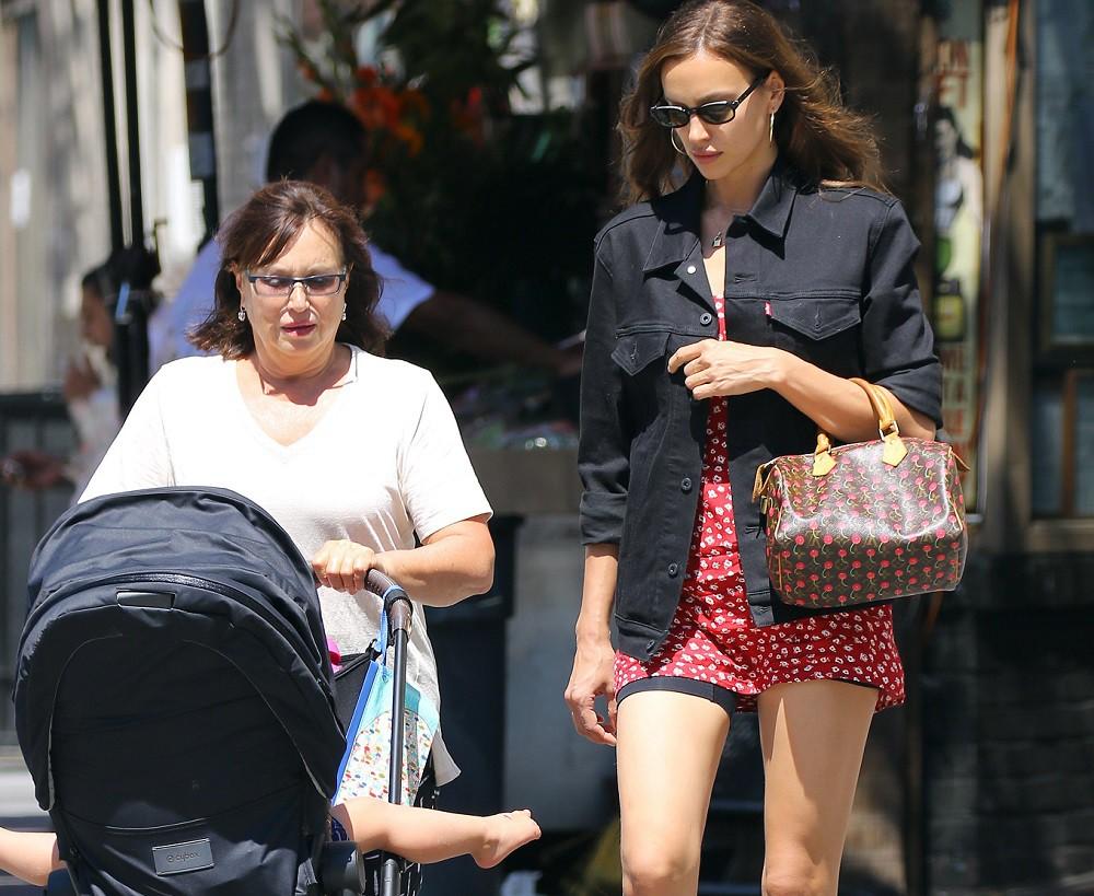 Ирина Шейк с мамой и Леей