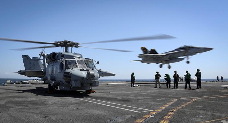 Палуба авианосца ВМС США
