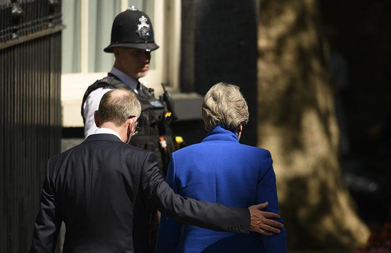 Экс-премьер-министр Великобритании Тереза Мэй покидает резиденцию