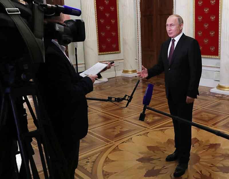 Владимир Путин во время выступления перед журналистами
