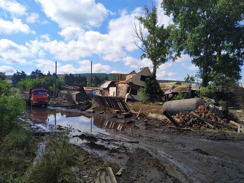 Улица поселения в Тулунском районе, пострадавшем от паводка