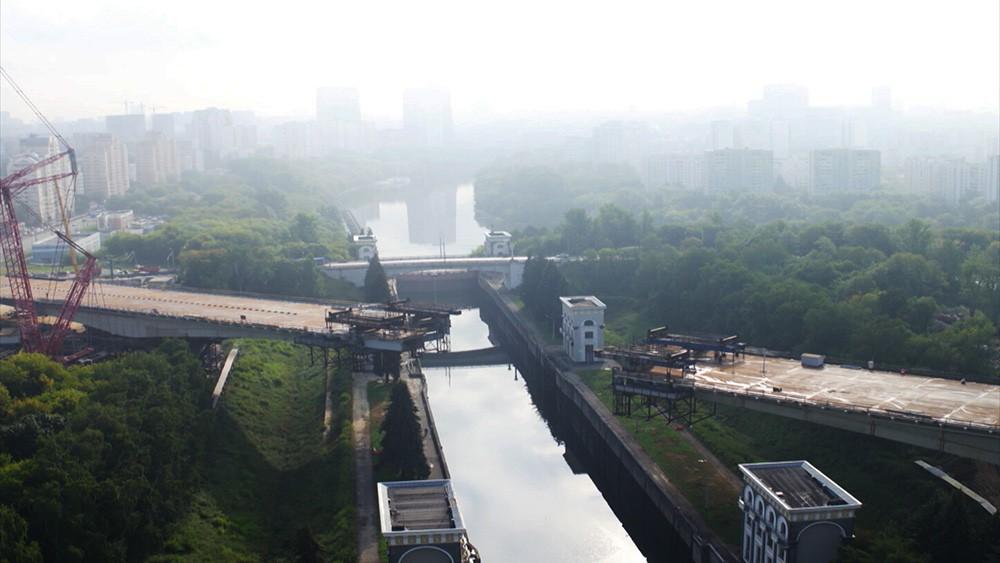 Строительство балочного моста в Мневниковской пойме