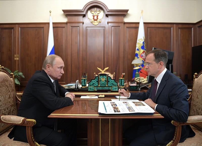 Владимир Путин и министр культуры России Владимир Мединский