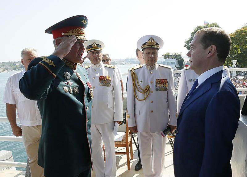Дмитрий Медведев перед началом парада кораблей в Севастополе