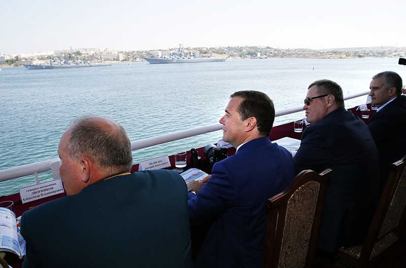 Дмитрий Медведев во время посещения парада кораблей в Севастополе
