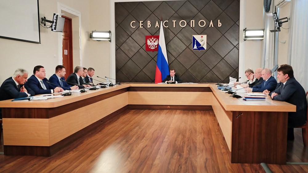 Дмитрий Медведев проводит заседание в Севастополе